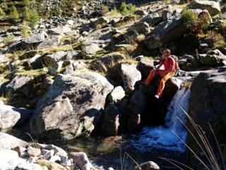 Gab accanto ad una delle mille cascatelle del torrente