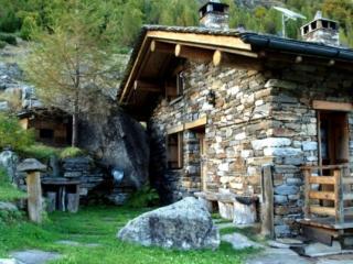 La casa più bella del borgo.Qui tutti ci lasciamo il cuore!! Un giorno ne faremo una del tutto simile e ci andremo a vivere! ;)