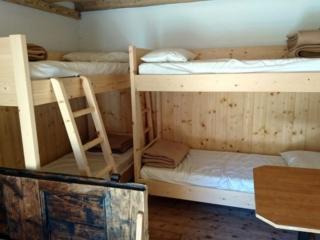 Ecco la zona letto del piano di sotto.Tutto nuovissimo!