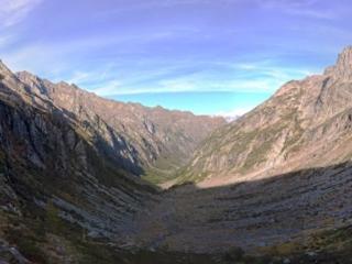 Panoramica della valle nella parte alta della discesa