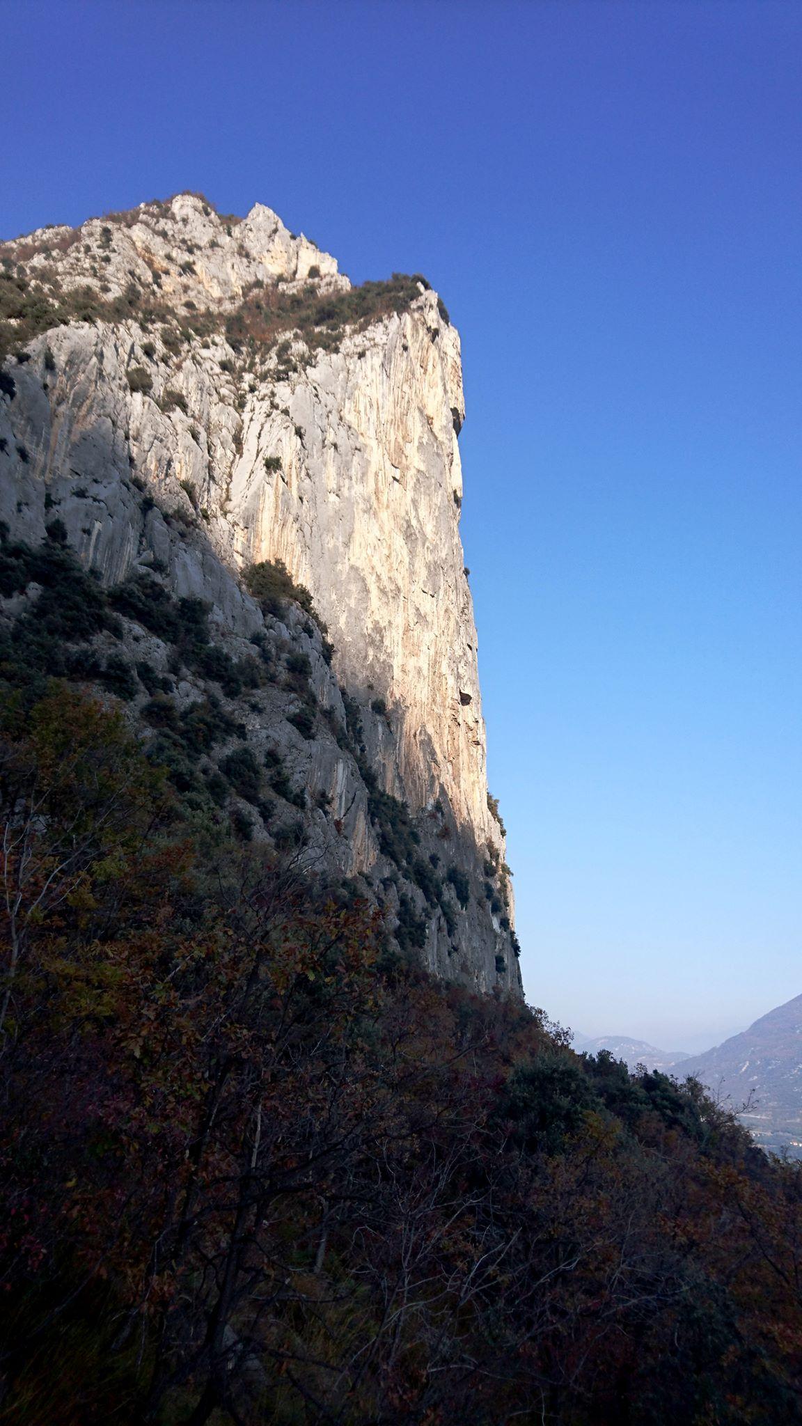 il punto più a picco della montagna, angolo con vie di arrampicata belle toste e utilizzato anche dai base jumpers per lanciarsi nel vuoto