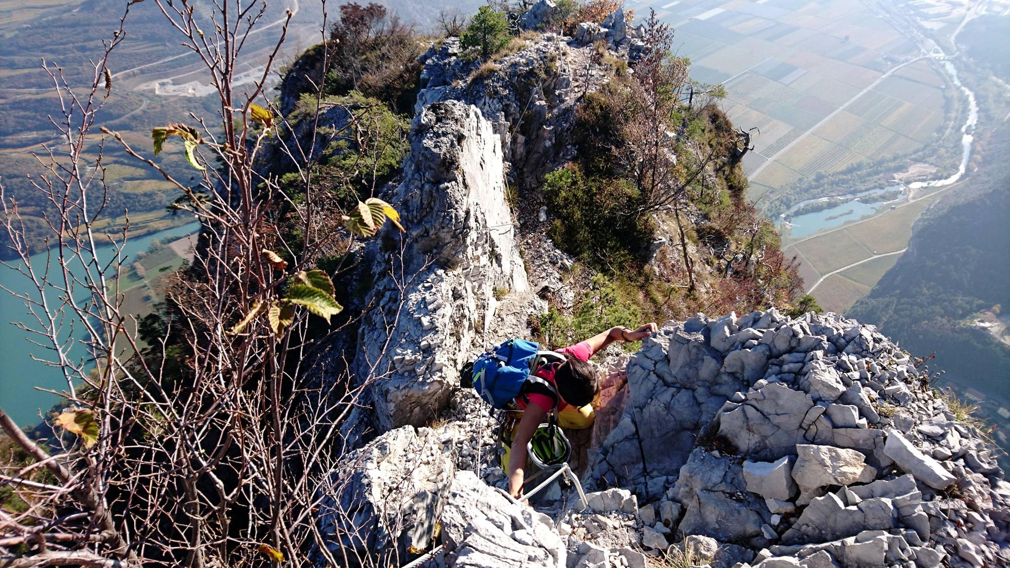 Erica sull'ultimo tratto di cresta che conduce in vetta