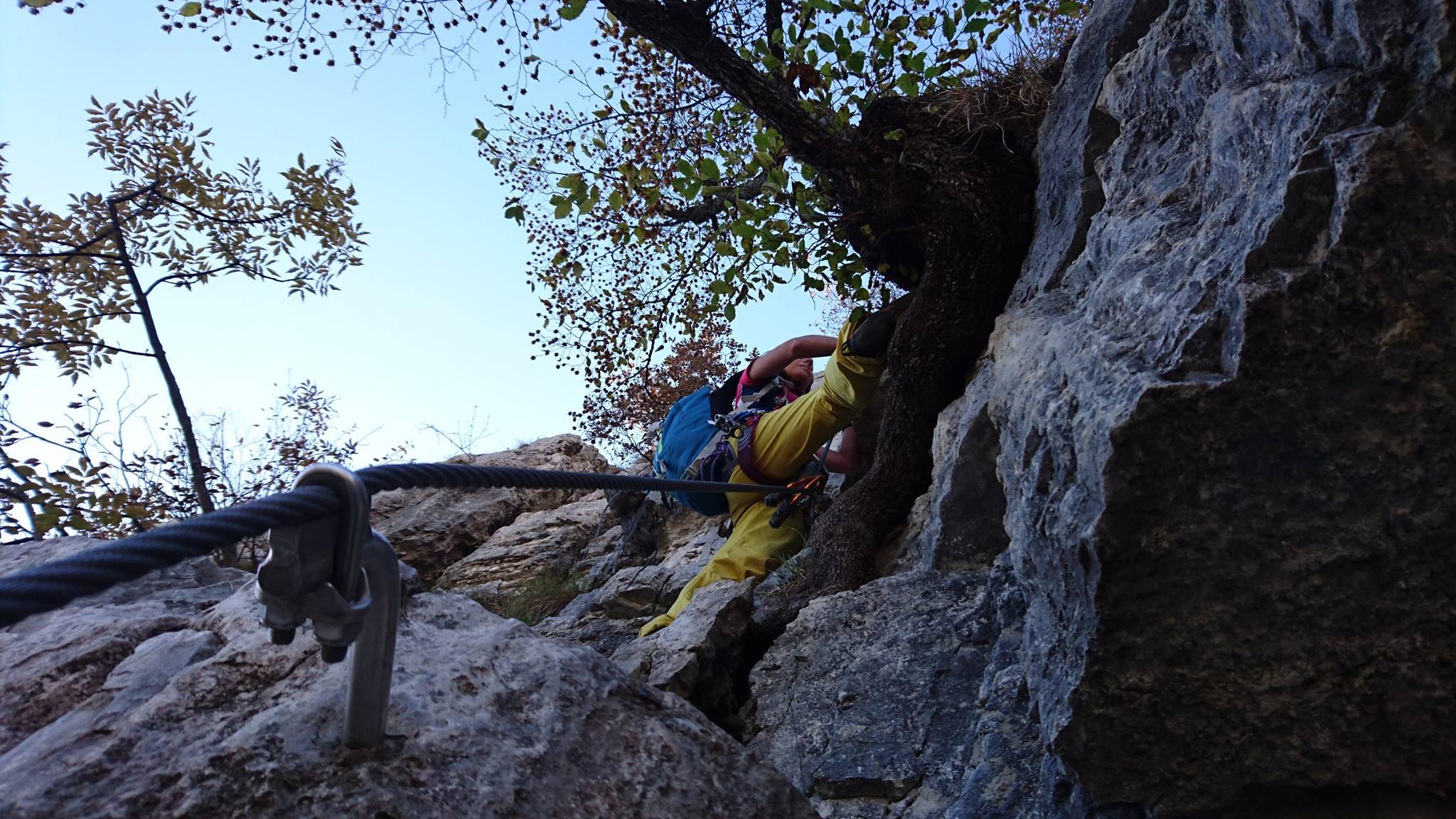 Erica in uno degli utlimi pezzi scalabili della ferrata