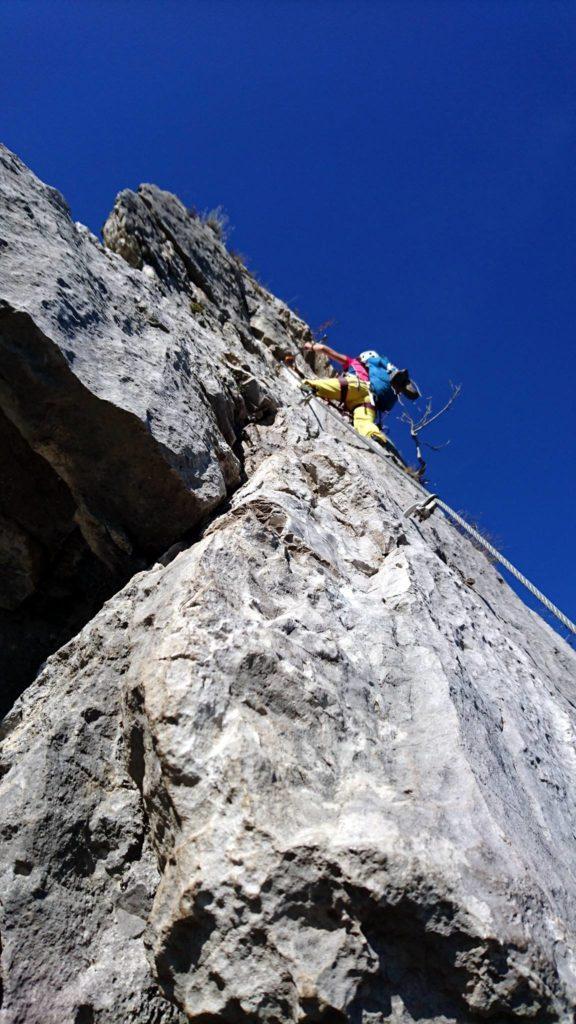 Erica nel punto più verticale del terzo muro.A mio parere il punto più bello della ferrata
