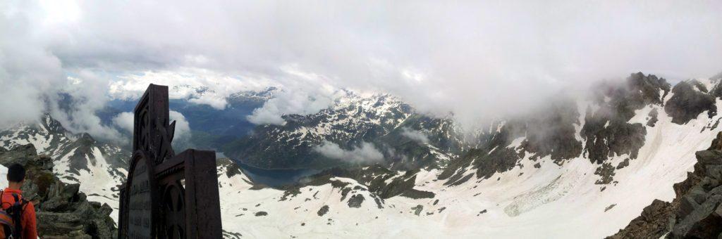 180° della cima in direzione del lago di Stuetta