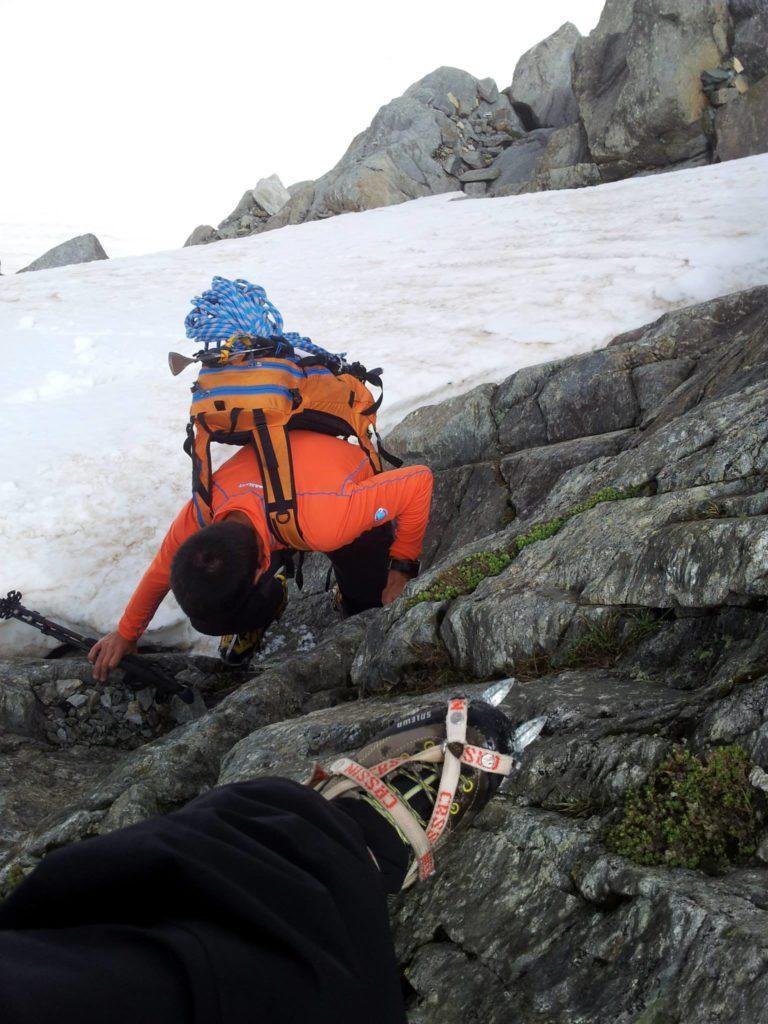 poi un po' di sano misto con facile arrampicata su roccia con ramponi ai piedi