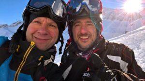 Foto di Alessandro (a sinistra) con il ragazzo estratto dalla neve (a destra)