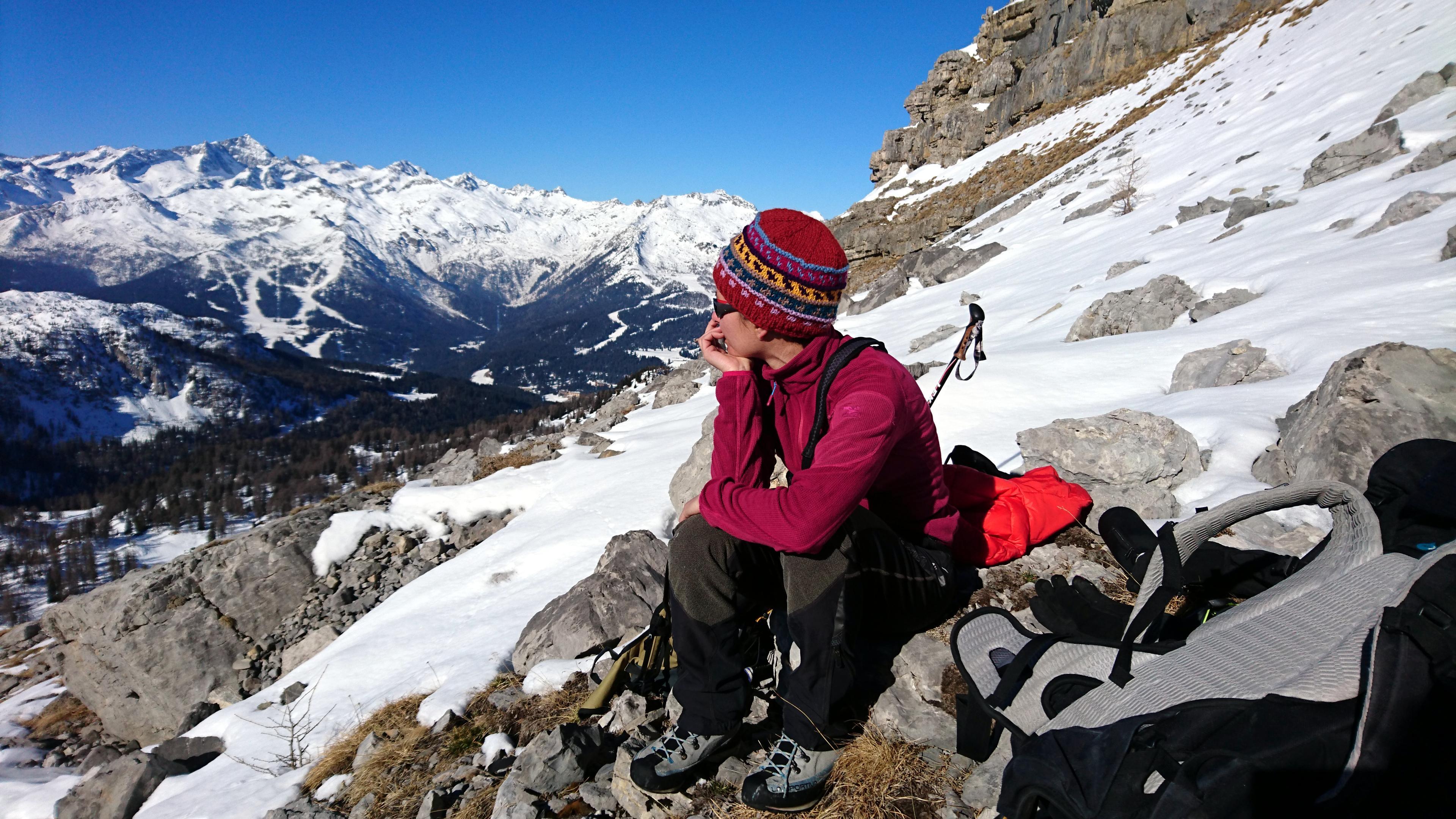 Erica riposa 5 minuti e si gode lo splendido paesaggio dal primo pianone