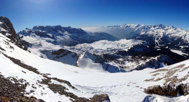 Vista a 180° dalla cresta guardando verso il pendio di salita