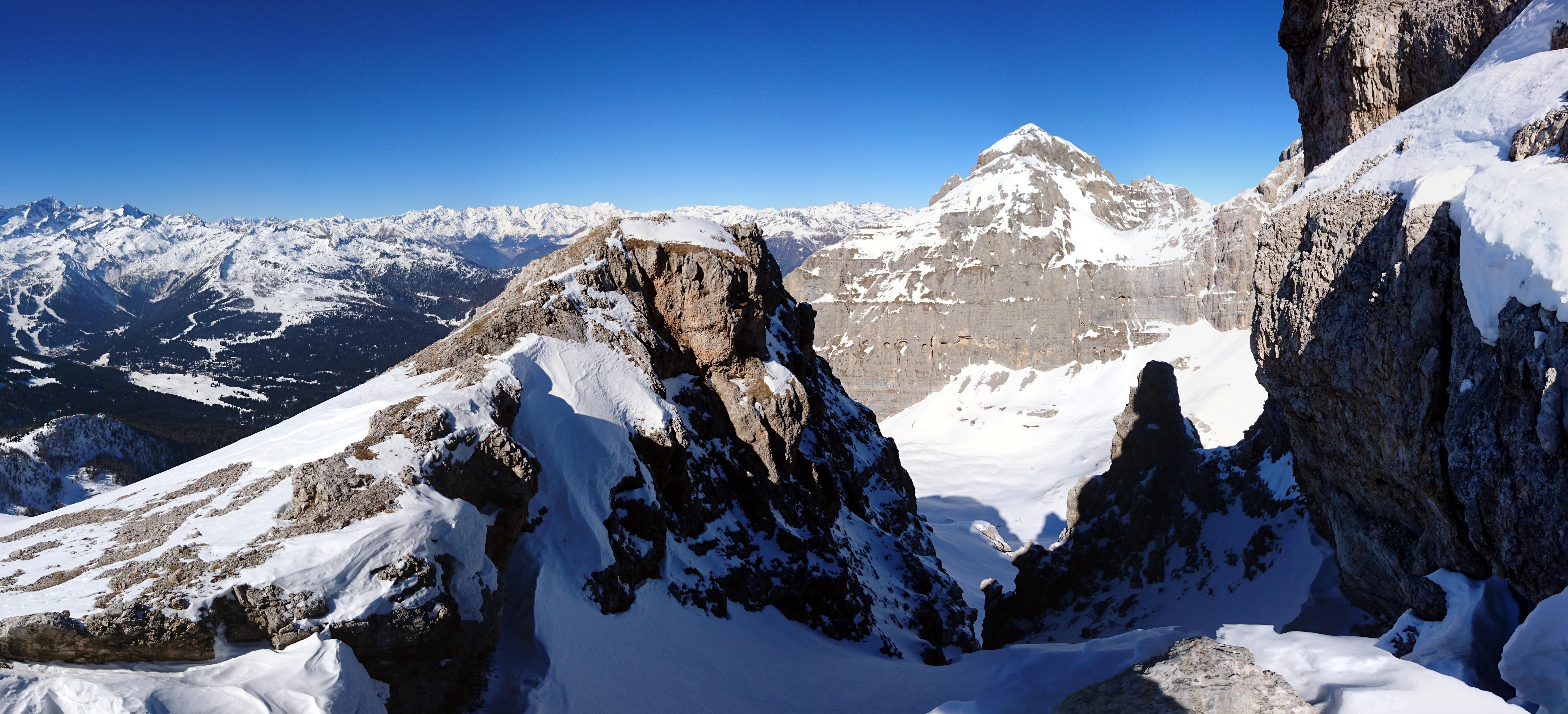 Vista a 180° in direzione della cresta e della val Gelada