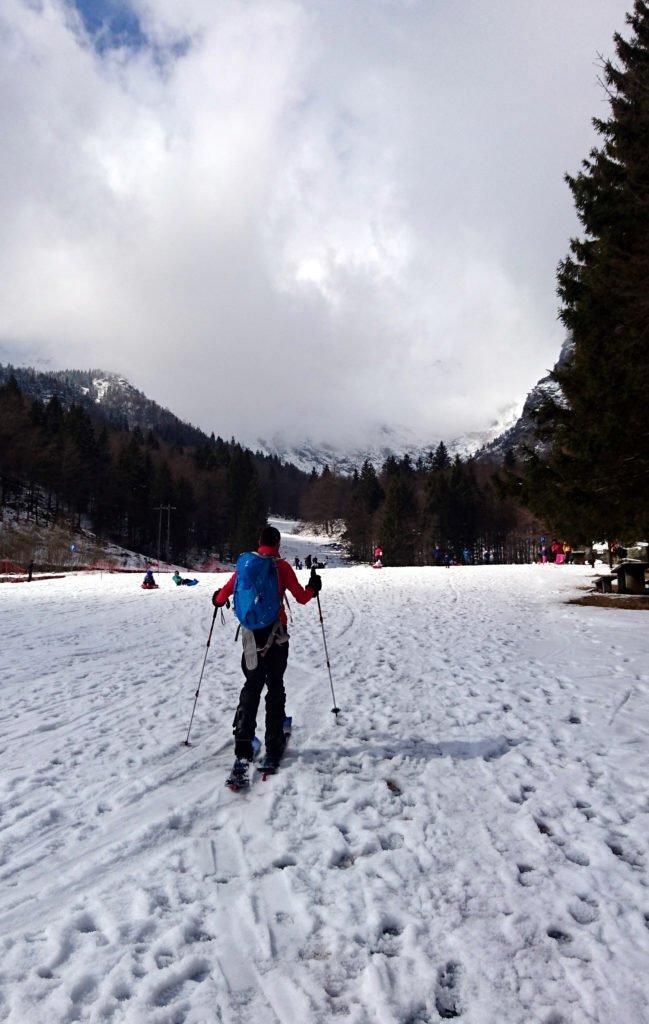 A valle pochissima neve. Salendo la situazione migliorerà un po'