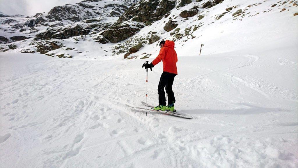Gallo inforca gli sci e si prepara alla sua prima discesa sui doppi legni da 10 anni a questa parte