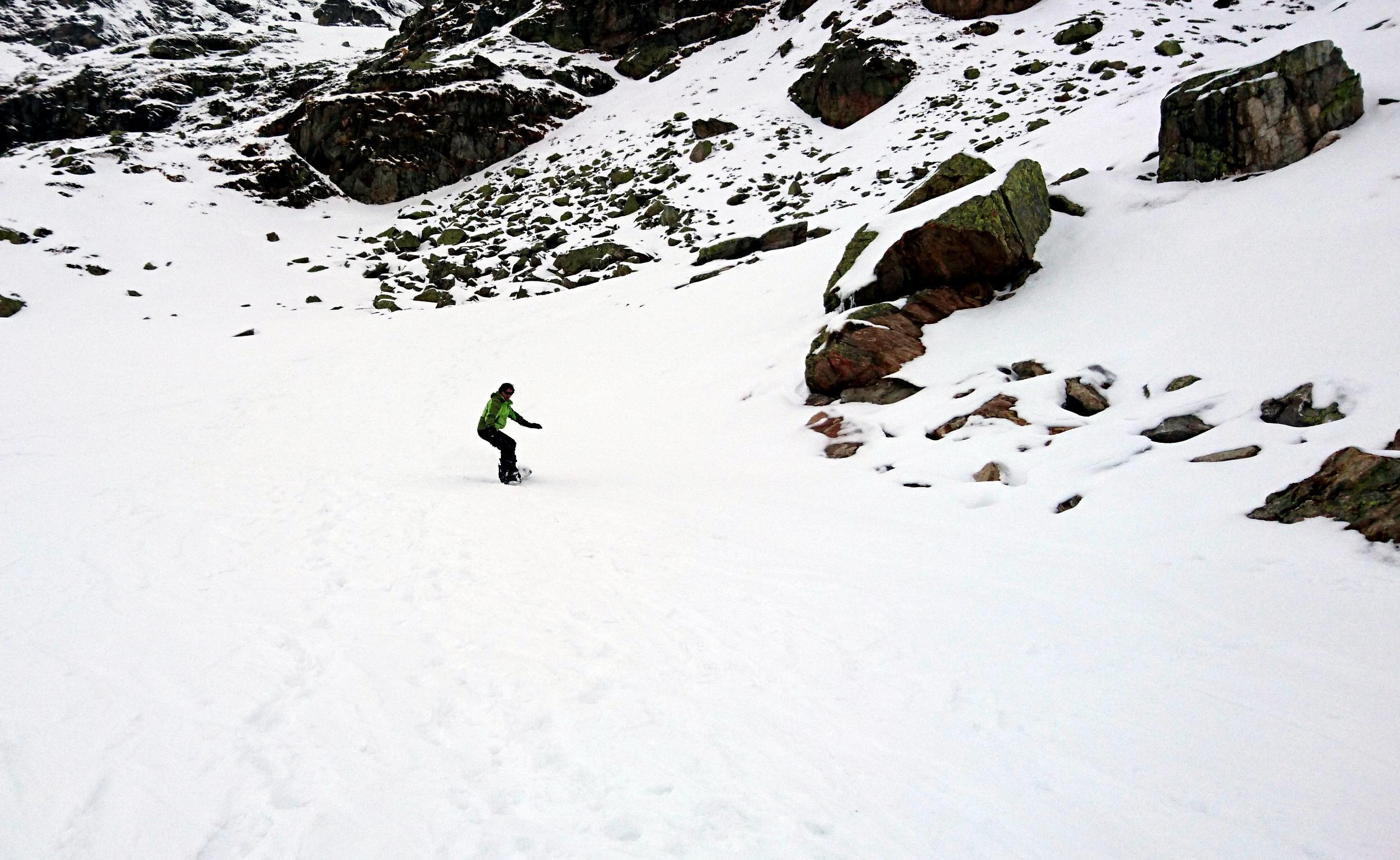 Agile come un pachiderma, mi esercito nella prima discesa in snowboard!