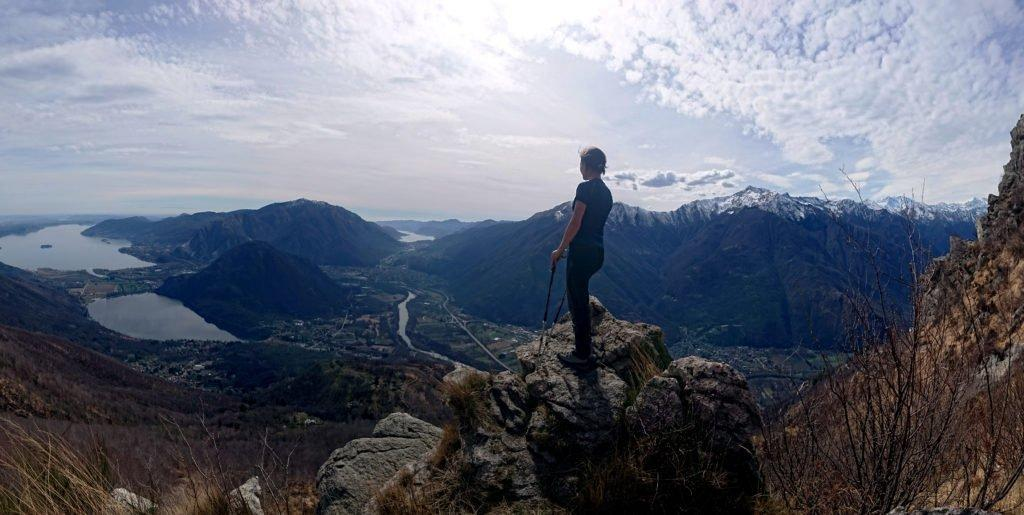 seguendo le indicazioni per il Monte Fajè ci approssimiamo alla Colma del Vercio: più si sale più il paesaggio visto dall'alto lascia senza fiato. Nonostante una leggera foschia sono ben visibili il Lago di Mergozzo, il Lago Maggiore e anche, a destra, il Lago d'Orta