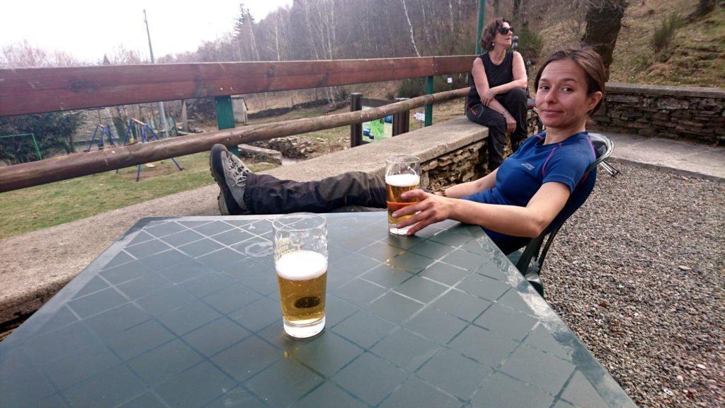 noi al Fantoli ci fermiamo solo il tempo di una birra (troppo casino) per poi riprendere l'ultimo tratto di discesa che ci riporterà a Bracchio, all'auto e alla nostra cena!