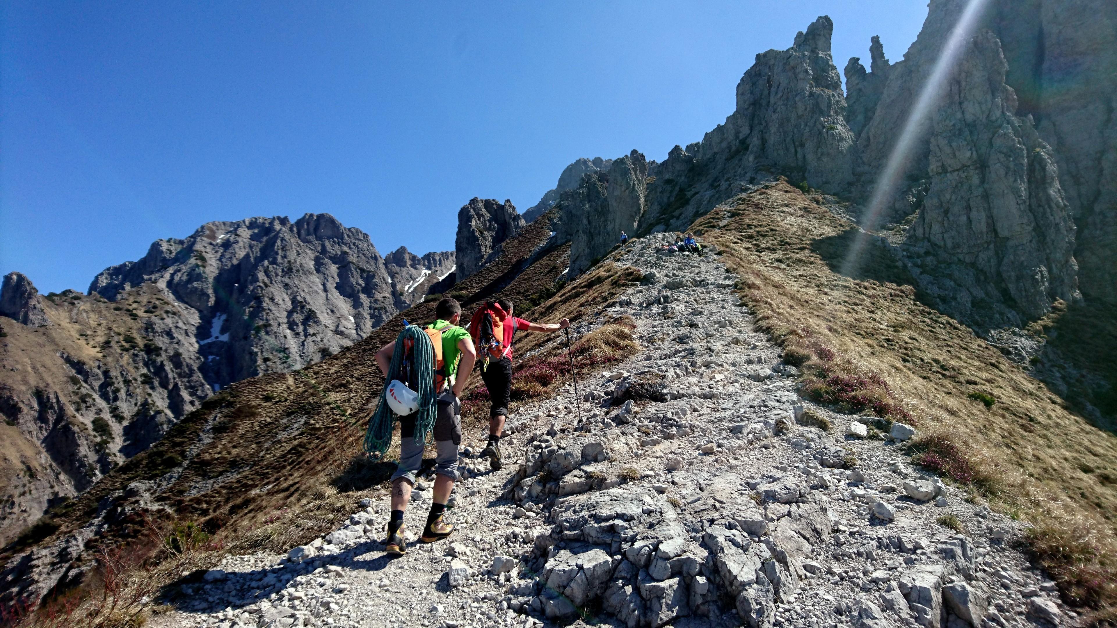 Ma noi dobbiamo proseguire verso il colle Garibaldi che si trova qualche minuti più a monte