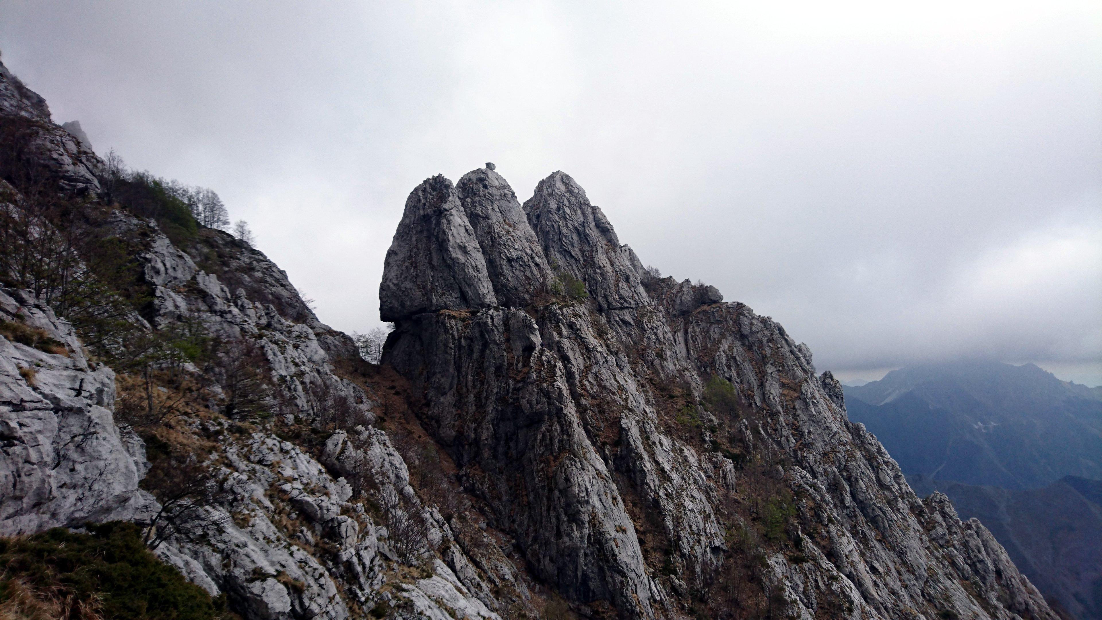 Vista di quello che dovrebbe essere il Torrione Figari, dove c'è sicuramente un altra via di arrampicata perché abbiamo visto un'altra cordata che ci saliva