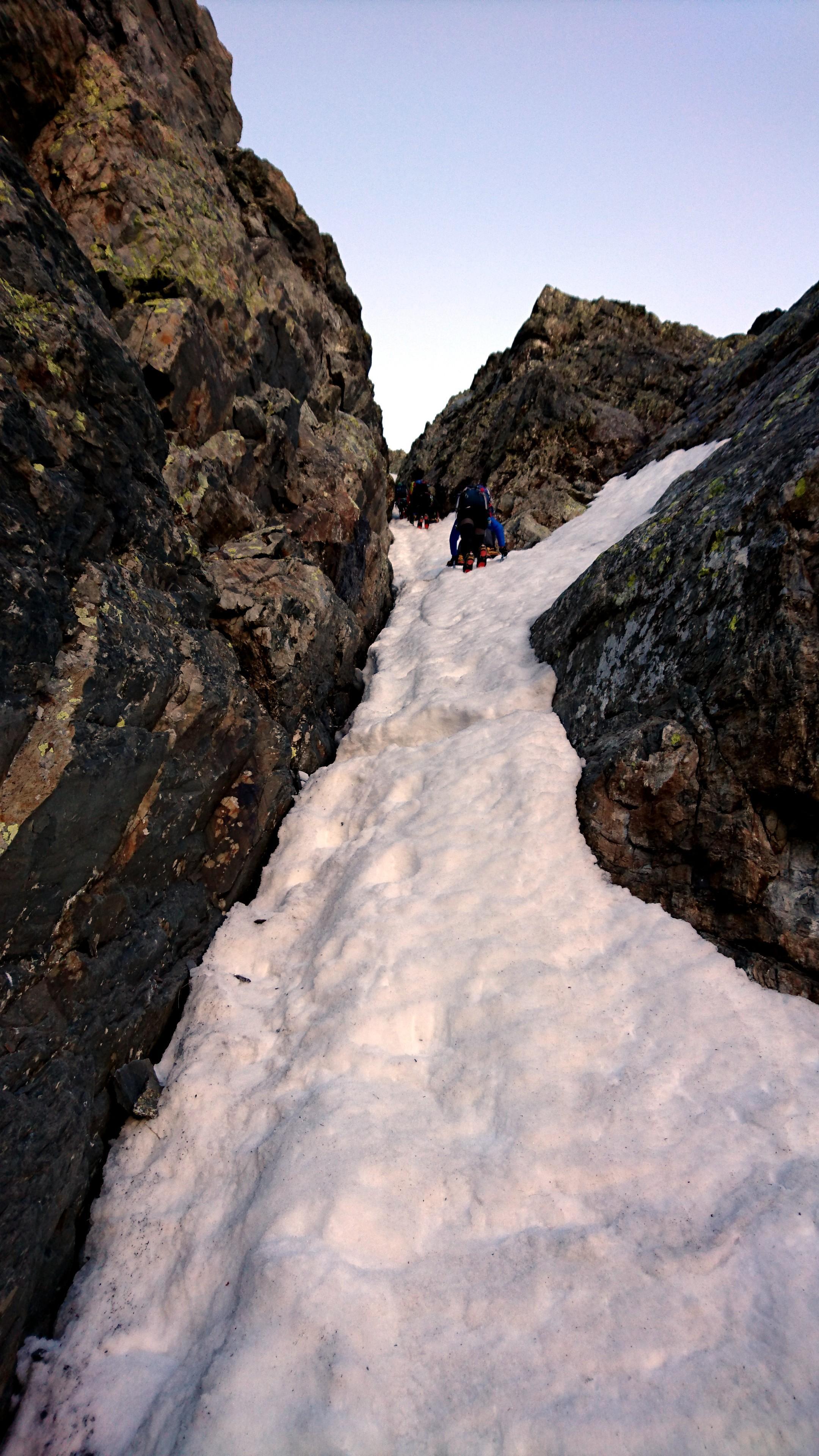 Questa è la goulotte corretta la cui pendenza è di circa 65° nel tratto più ripido e ghiacciato