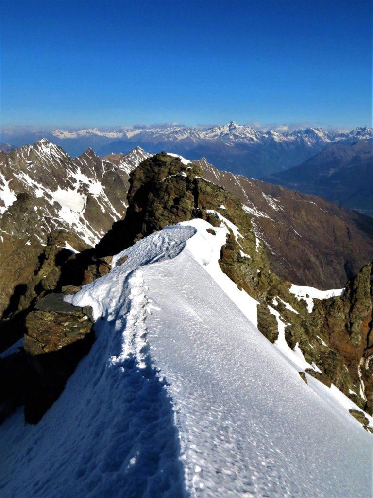 Prima di scendere facciamo due passi anche noi sulla bella cresta