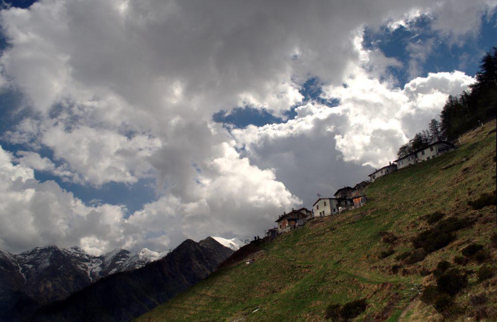l'Alpe Chiarino, ai piedi del Pizzo d'Alben, è una delle più alte di Premana