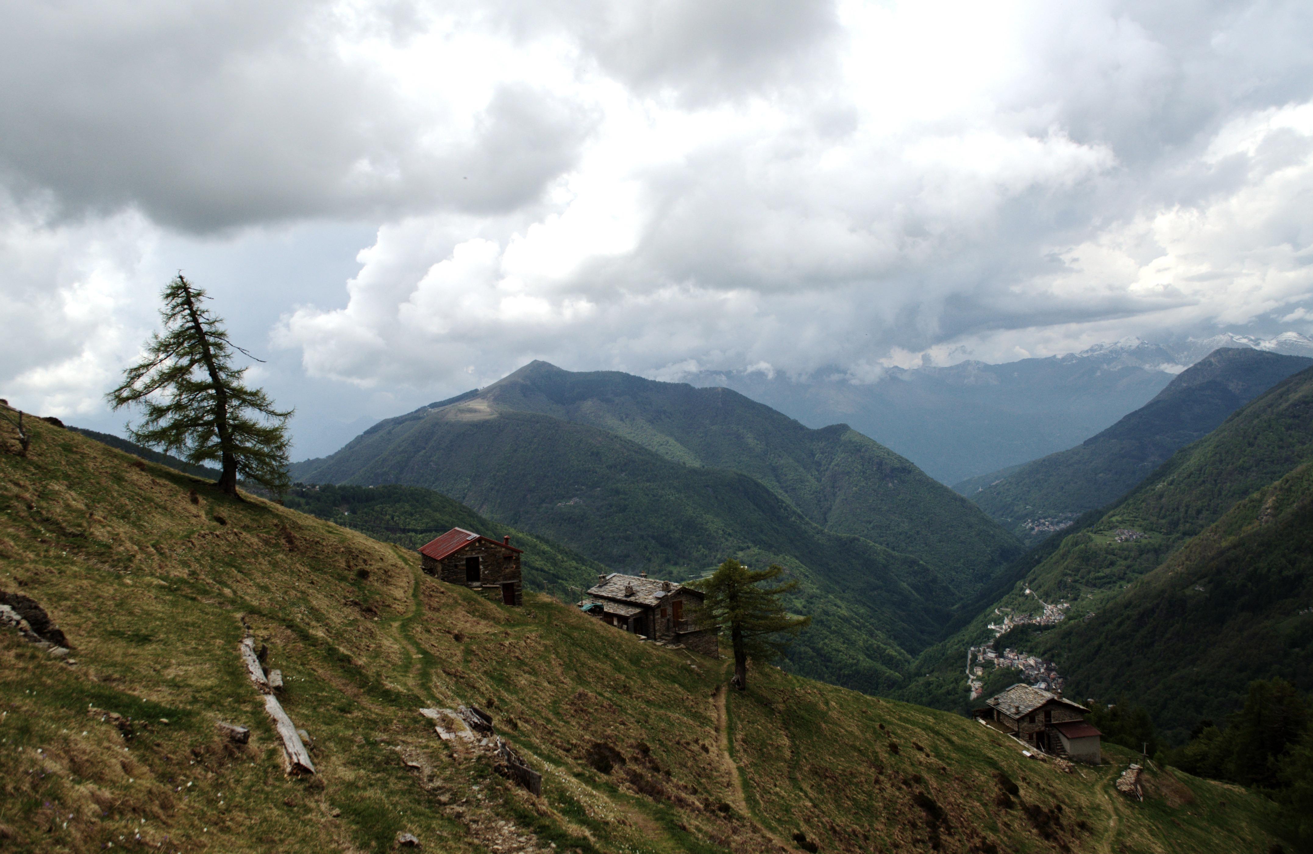 scendendo di nuovo verso l'Alpe Chiarino becchiamo le prime gocce d'acqua che presto diventeranno una pioggerellina per nulla fastidiosa