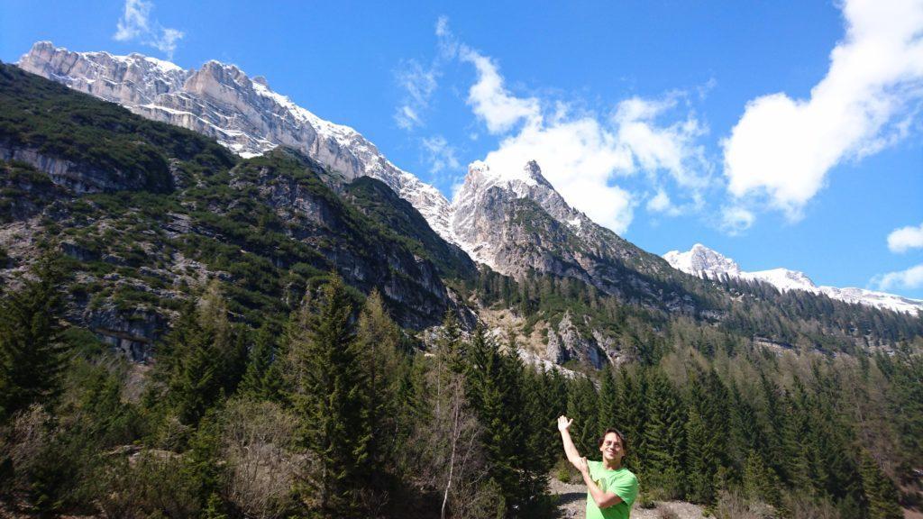 Gab felice mostra al mondo le SUE montagne... ;)