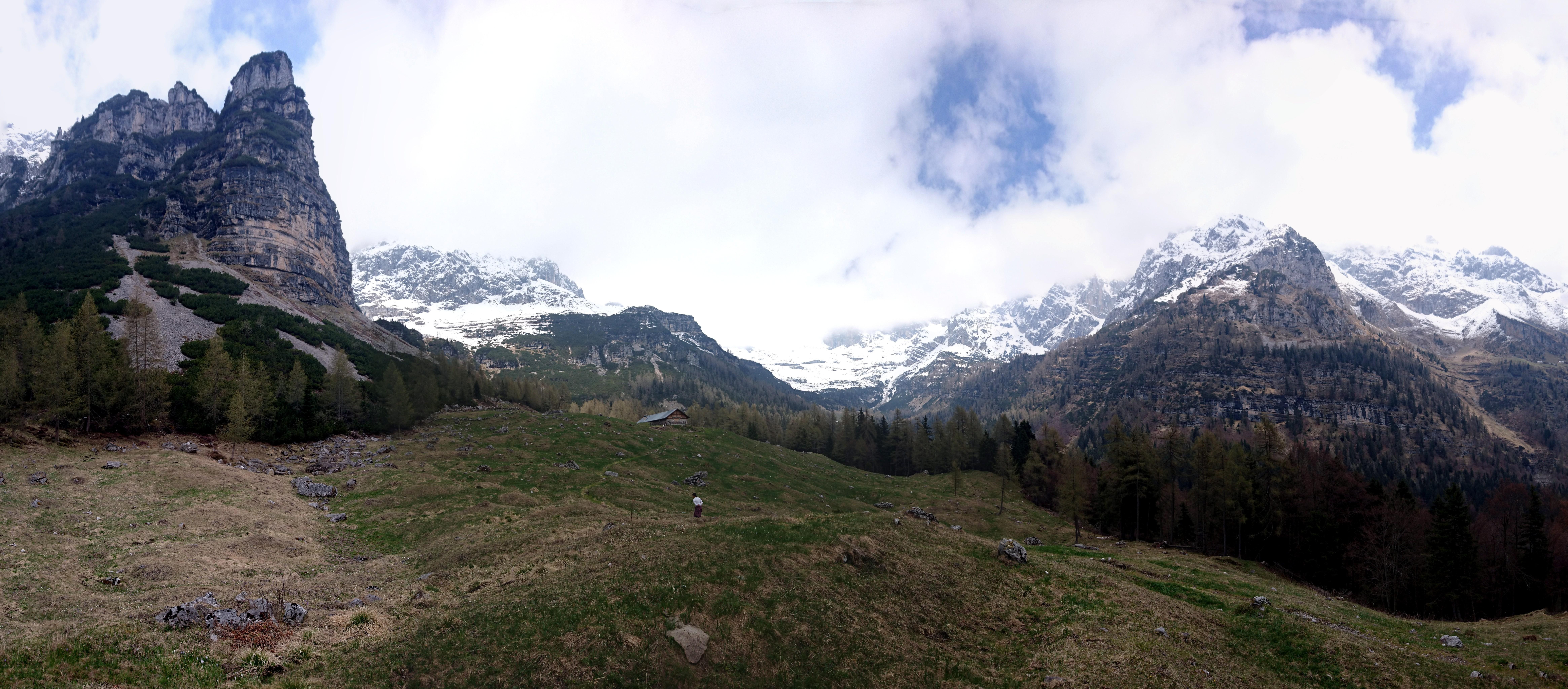 Eccoci allo splendido alpeggio della malga Senaso di sotto. Da qui si inizia a godere appieno del paesaggio alpino delle dolomiti