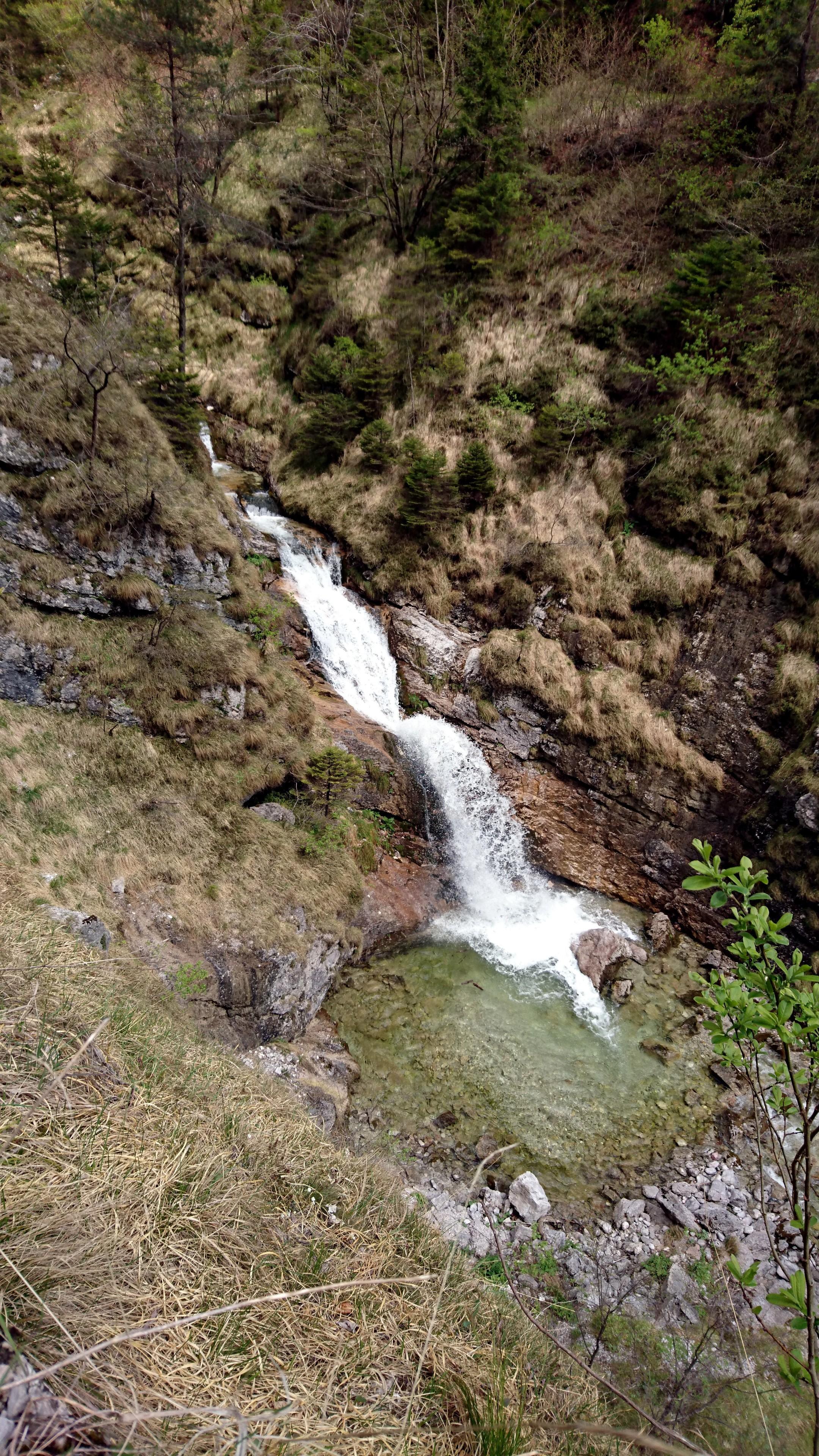 Altra cascatella a salti poco più a valle
