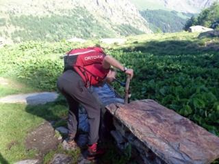 Un po' di rinfresco all'alpe Lavassey