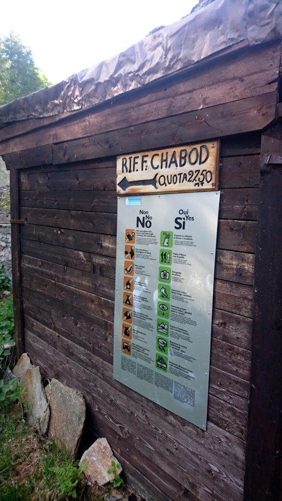 Al rifugio Chabod mancano ancora più di 500mt di dislivello. Gambe in spalla quindi!