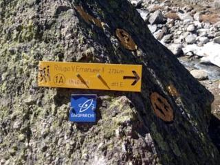 Ecco l'indicatore del sentiero che porta al Vittorio Emanuele. Bisognerà guadare il fiume in piena!