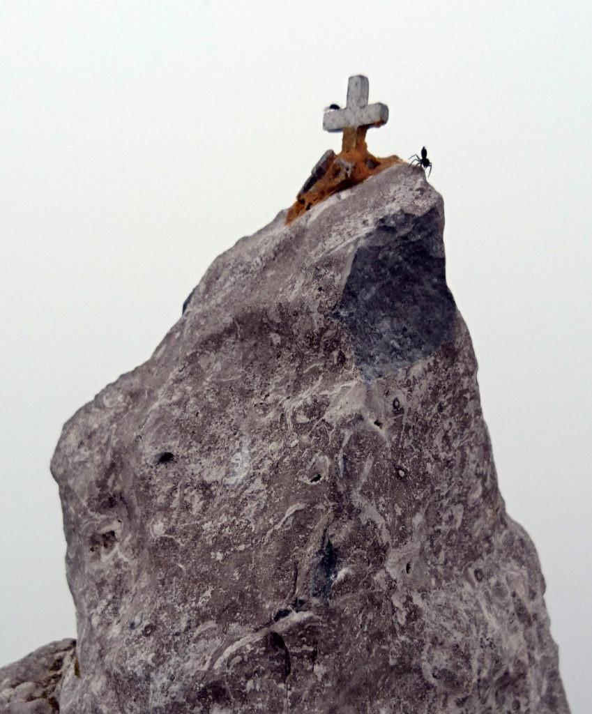 qualcuno ha deciso di scalare il piccolo Cervino e ha quasi guadagnato la croce di vetta