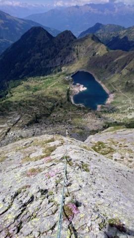 il profilo della montagna via via si addolcisce