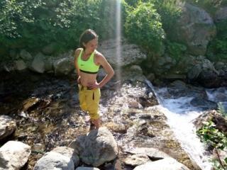 una volta discesi a valle approfittiamo del torrente per la consueta pucciata di piedi