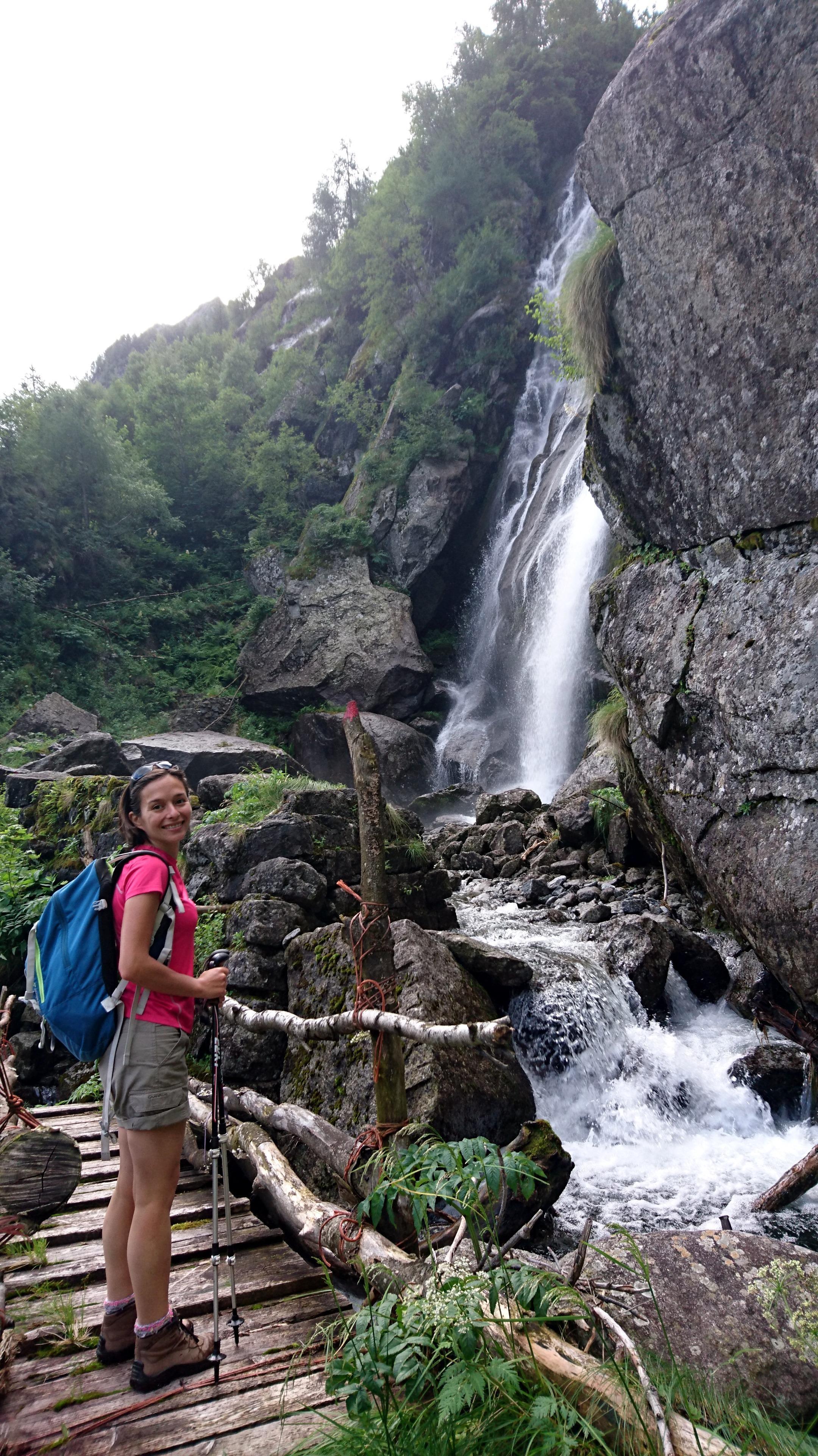 Erica sul ponticello della cascata della Merdarola