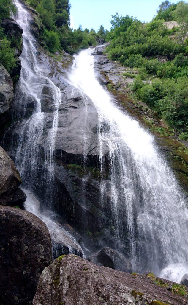 Altra prospettiva della bella cascata della Merdarola