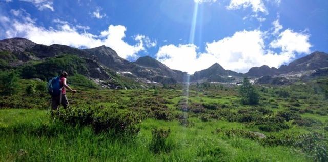 lo splendido terreno che risaliamo ad ormai pochi metri dalla prima baita dell'alpe Merdarola