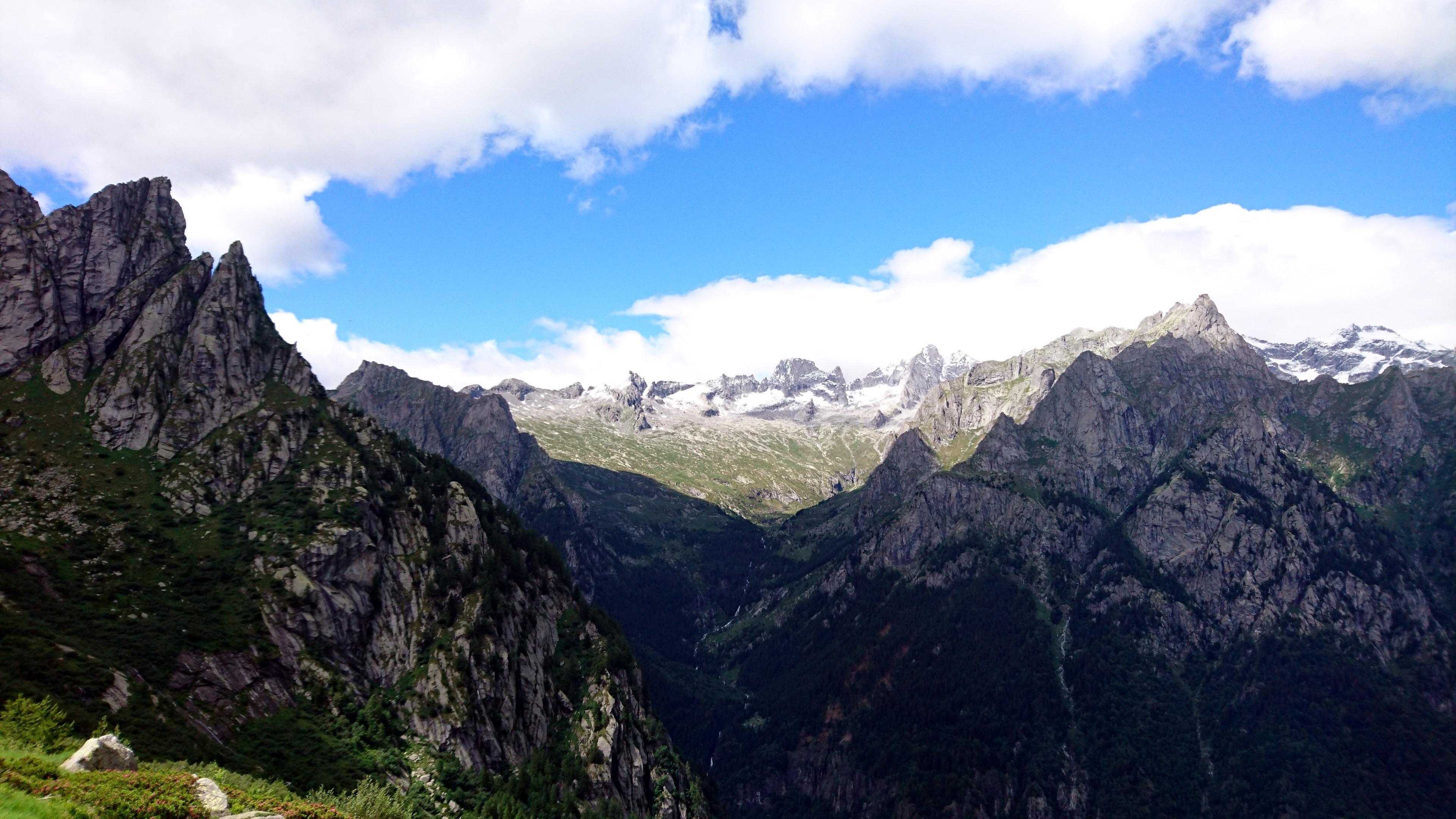 vista sul lato opposto verso la val Porcellizzo e le sue cime