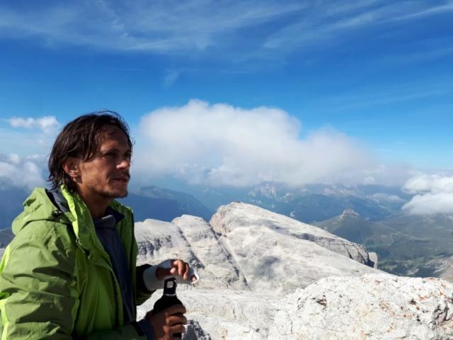 dalla Capanna Fassa è possibile ammirare un immenso panorama a 360 gradi