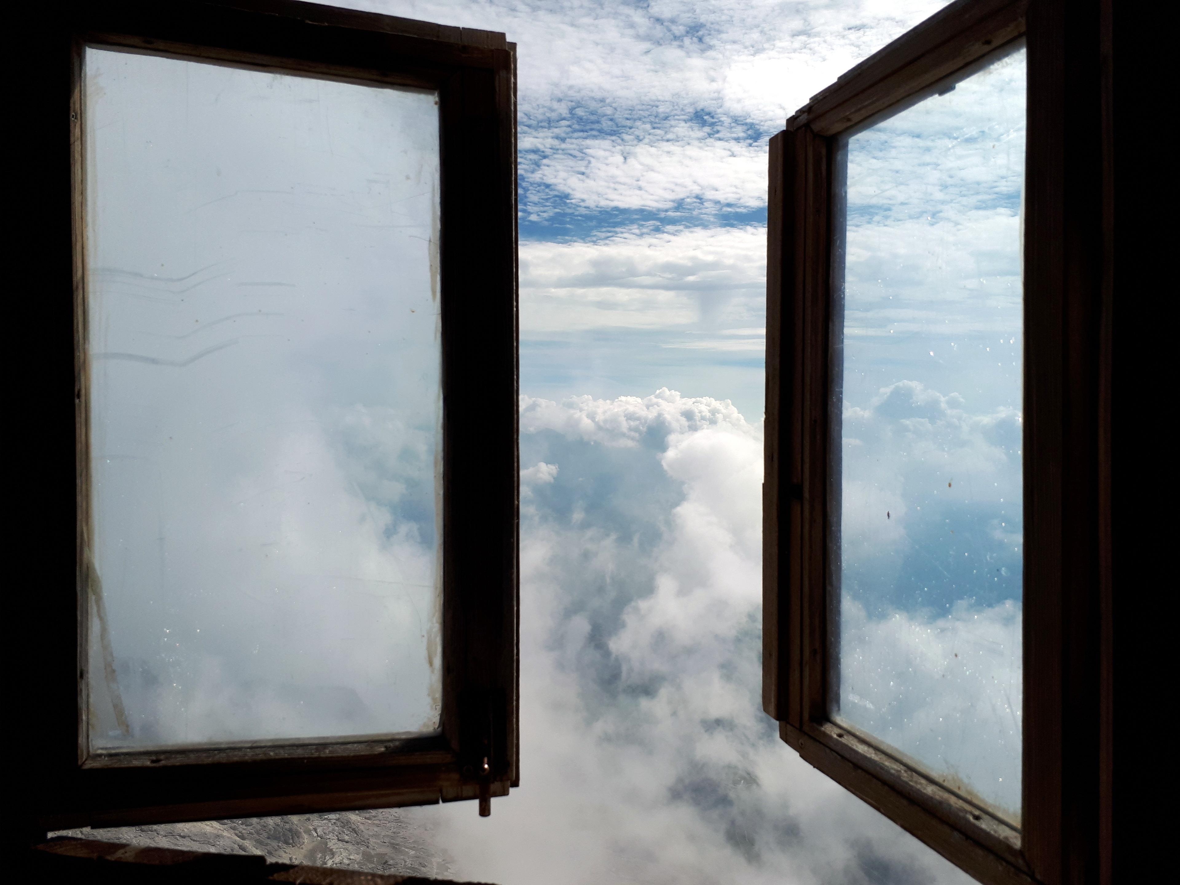 la meravigliosa vista che si gode dalla tazza del wc alpinistico