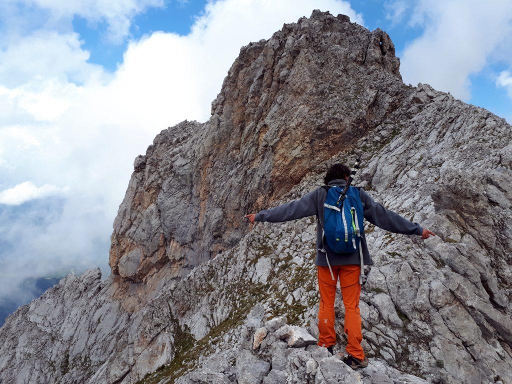 Siamo ormai agli sgoccioli: ultimo tratto di cresta orizzontale, poi breve arrampicatina fino in vetta