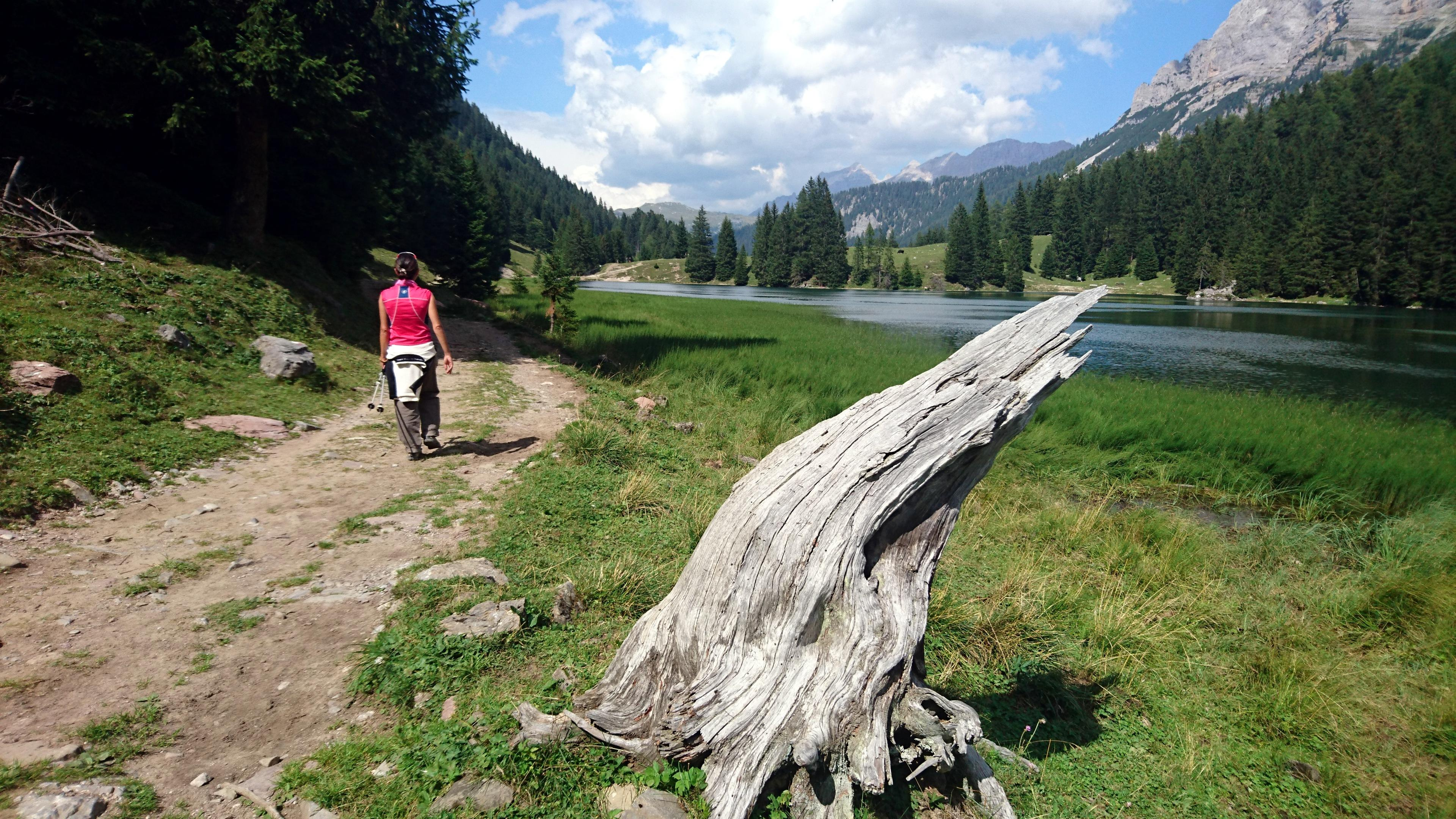 Rieccoci a Valagola. Questa è una foto classicissima ma finché quel tronco sarà lì, noi continueremo a farci la foto.... :P