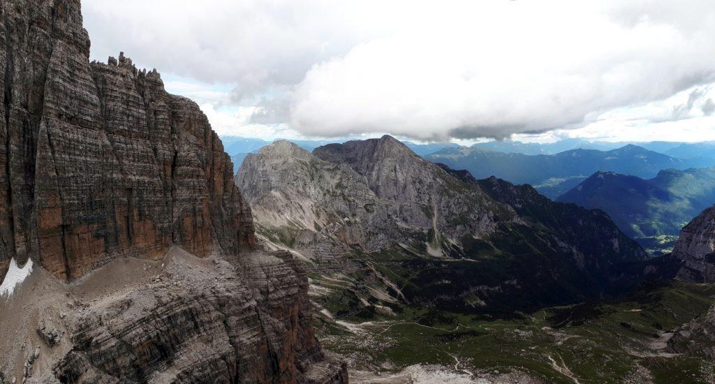 dalla Torre d'Ambiez guardando verso valle: brutto no?!