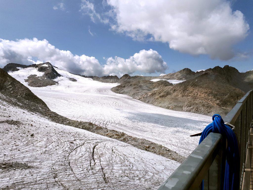 il ghiacciaio: da qui si capisce bene quanto si è ritirato, e non è cosa allegra