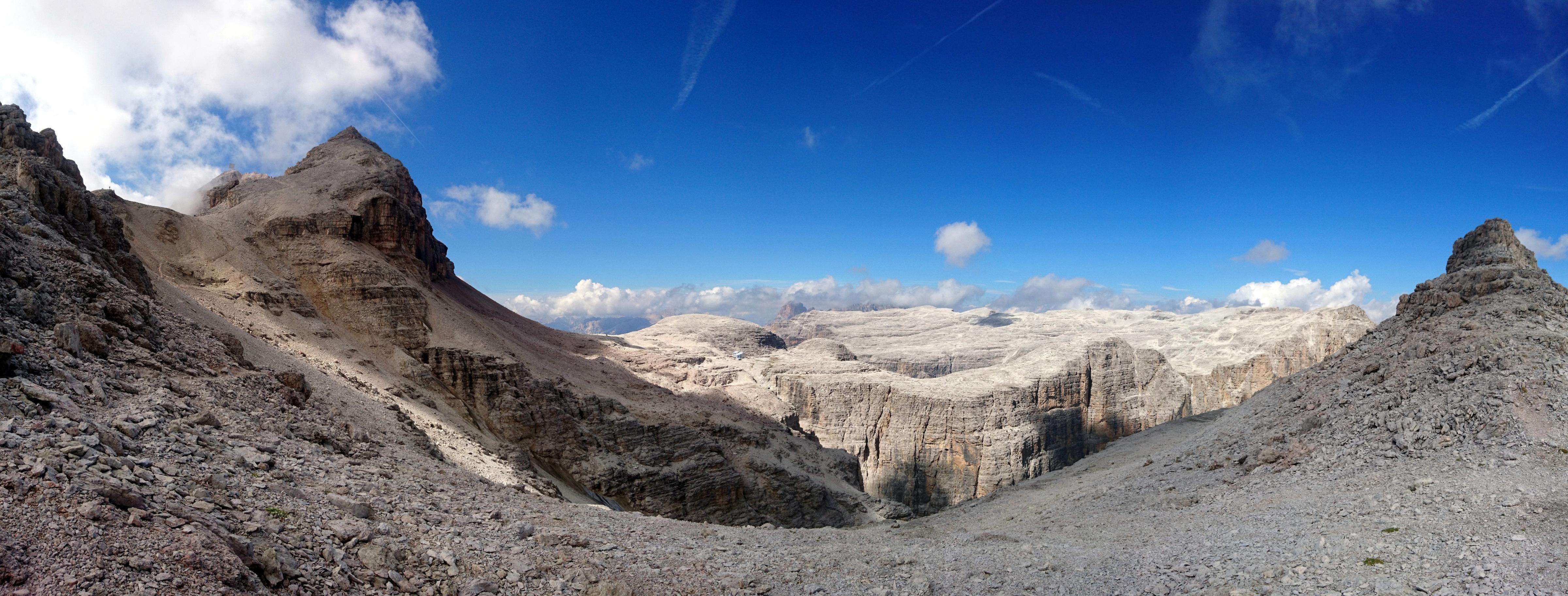 panorama verso la Val de Mesdì, nel cuore del Sella