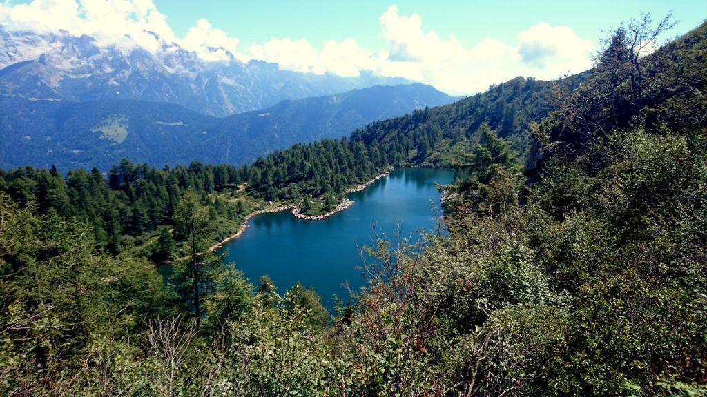Il lago di Vacarsa visto da poco a monte. Decidiamo di fermarci per fare una pucciatina