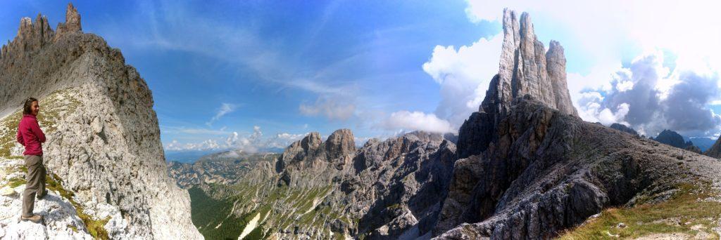 Panorama a 180° di Erica al passo che guarda le Torri del Vajolet di fronte