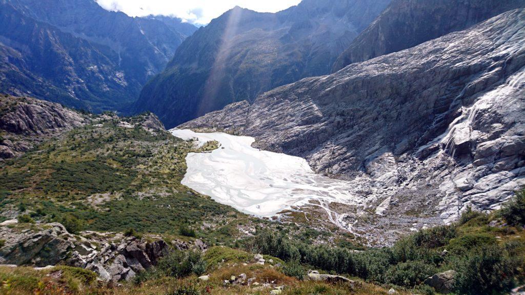 il letto del torrente ai piedi delle Cascate del Mandron, dalla foto non rende, ma è argento puro