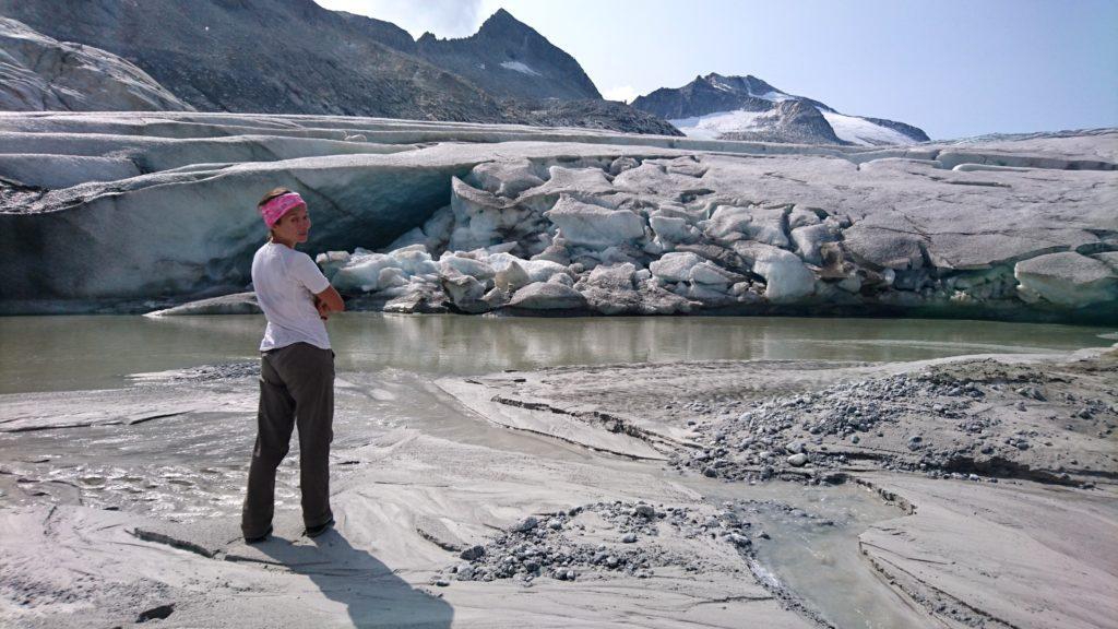 pausa contemplativa di fronte al ghiacciaio dell'Adamello