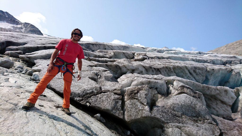 Gabriele poco contento di essere sul ghiacciaio dell'Adamello